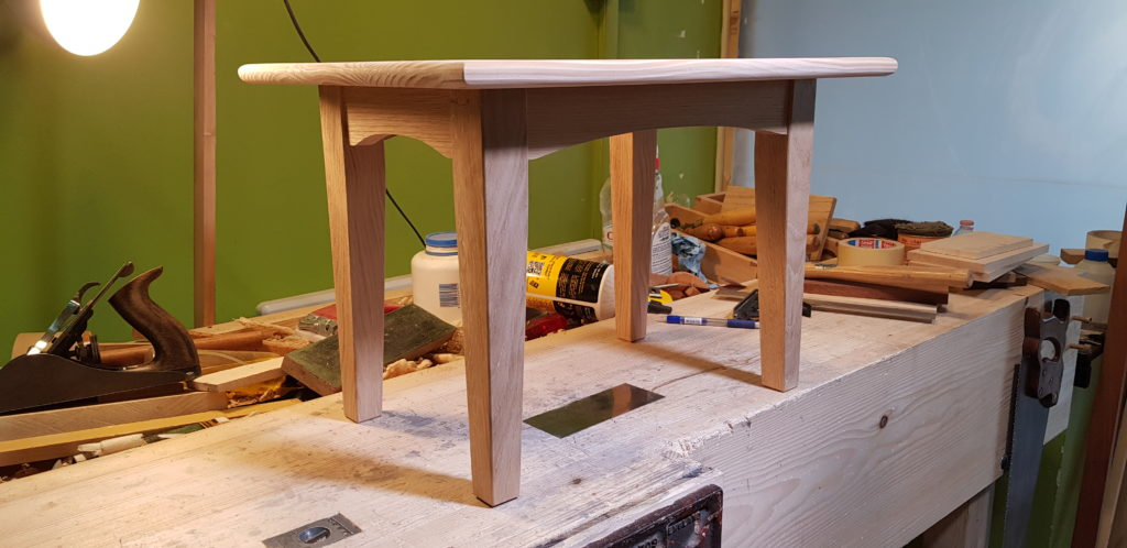 'How 2' Table by rotaryw