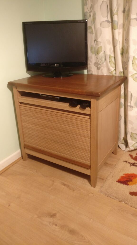 TV Unit by Paul Rowell