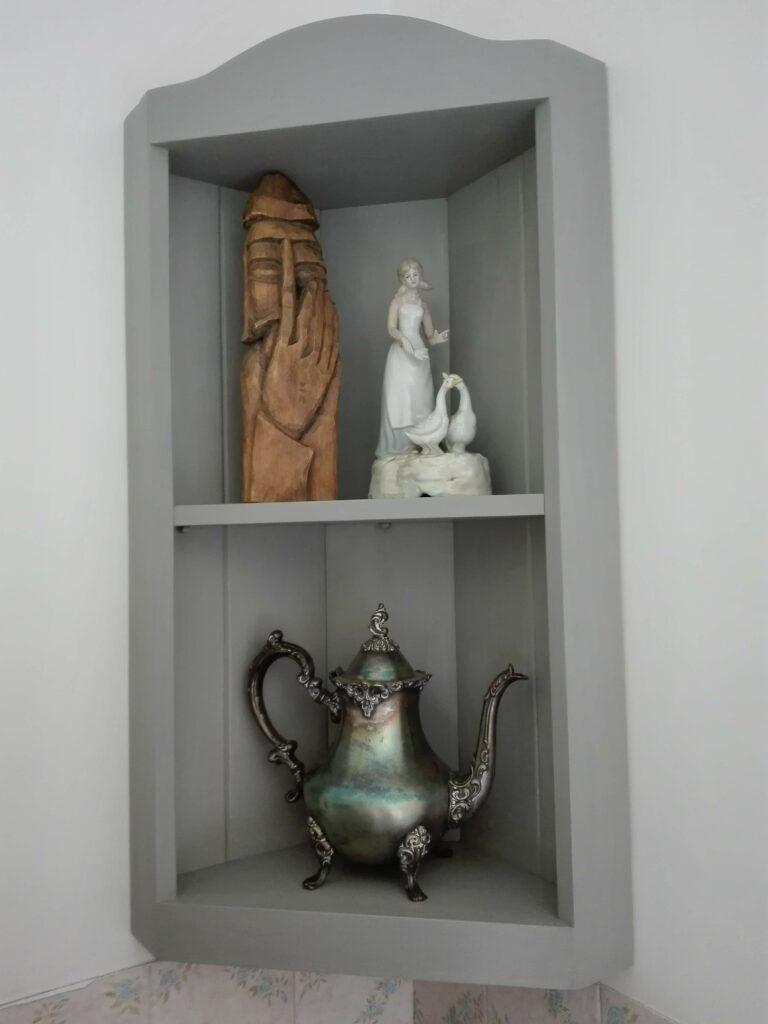 Corner Shelf by Michal